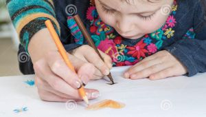 Drawing Of A Girl and Her Mom Girl Draws with Mom Stock Illustration Illustration Of Cute 63074510